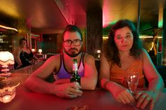 Flötzinger (Daniel Christensen) trifft im Swinger Club unverhofft auf Frau Beischl (Maria Hofstätter) © 2016 Constantin Film Verleih GmbH / Bernd Schuller