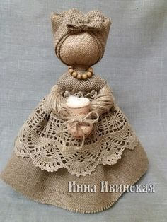 Pin on Dolls of felt Hessian Crafts, Fabric Crafts, Burlap Lace, Burlap Flowers, Clothespin Dolls, Fairy Dolls, Doll Crafts, Handmade Toys, Doll Patterns