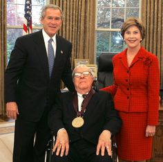 Bradbury receiving the National Medal of Arts in 2004 with President George W. Bush and his wife Laura Bush Film Books, Book Authors, Lady Laura, Fahrenheit 451, Teaching Schools, Teaching Aids, Laura Bush, What Book, Great Books