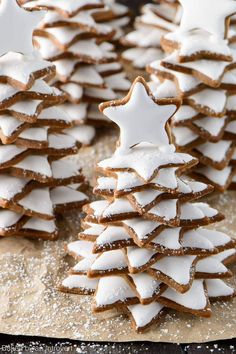 Surprise your family and friends this holiday season with these organic snowy gingerbread cookie trees.