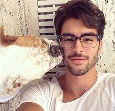 Instagram reúne fotos de homens bonitos ao lado de seus cachorros