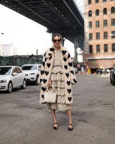 street style / faux fur coat / layering / monochromatic look Coat Outfit, Coat Dress, Mode Style, Style Me, Look Fashion, Winter Fashion, Womens Fashion, Fashion Coat, Petite Fashion