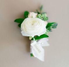 The Most Stunning Ranunculus Arrangements For Your Wedding Ranunculus Boutonniere, Ranunculus Wedding, Ranunculus Flowers, White Ranunculus, Modern Wedding Flowers, Floral Wedding, Corsage Wedding, Wedding Bouquets, Wedding Boutonniere