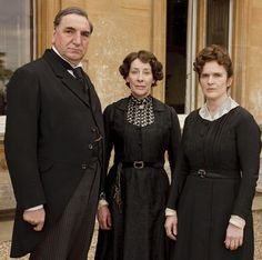 As the highest ranking members of the staff, Carson, Mrs. Huges and O'Brian are allowed more individuality than any of the other servants. In fact, Mrs. Huges wears quite a well made gown with a stylish detailed collar.