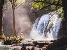"""El Chiflón Продолжаем атаковать вашу ленту и аккаунт Тинькова лонгридами про Мексику 😜 🌊Сегодняшний - про комплекс водопадов Эль Чифлон на юге штата Чиапас. Итак, десяточка: 1. Не забиваем на Чифлон! Это если не самое, то точно одно из самых красивых природных мест в Мексике🤙 2. Важно: водопад лежит на границе двух муниципалитетов. У каждой - своя сторона, по-разному оборудованная. Правая решает: стоянки лучше и больше, есть 2 отличных зиплайна, сервис более """"европейский"""" и приветливый…"""