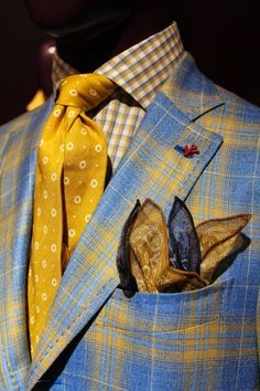 As wild as this looks I really like it. Dapper Gentleman, Gentleman Style, Sharp Dressed Man, Well Dressed Men, Mode Masculine, Mens Fashion Suits, Mens Suits, Designer Suits For Men, Suit And Tie