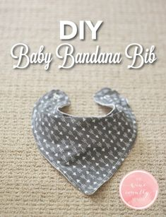 DIY Ideen mit Bandanas - DIY Baby Bandana Lätzchen - Bandana Crafts and Decor Projec .DIY Crafts : Use this free pattern and step-by-step guide to make an adorable baby bandana bib!A brand new newborn baby brings quite a lot of interest in everyone & wha Baby Sewing Projects, Sewing Projects For Beginners, Sewing For Kids, Free Sewing, Sewing Hacks, Sewing Crafts, Sewing Tips, Sewing Ideas, Baby Sewing Tutorials
