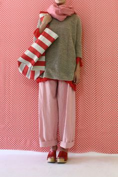 Daniela Gregis washed shawl What a fun outfit. Mein Style, Mode Inspiration, Knitwear, What To Wear, Style Me, Personal Style, Ideias Fashion, Cool Outfits, Street Style