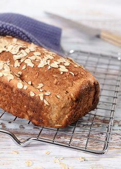 Et fiberrikt gluten og laktosefritt brød kan du lage på et par timer. Denne oppskriften er til to små brød, og du kan gjerne fryse ned det ene brødet til senere bruk – SE OPPSKRIFTEN!