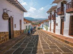 From Barichara to Guane - The Camino Real Trail, Colombia ~ TrekSnappy Camino Real, The Camino, American Village, San Gil, Roads And Streets, Art Village, Building Art, Spanish House, South America Travel