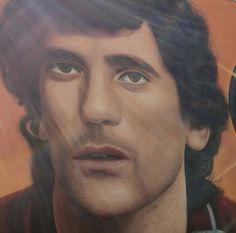 Oggi Massimo Troisi avrebbe compiuto 64 anni, la sua città, San Giorgio a Cremano, lo ricorda così...