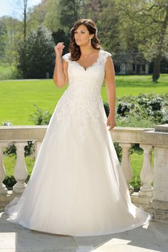 Looking for a plus size wedding dress? Ladybird Plussize collection offers sexy and elegant plus size wedding dresses in various designs and colours Plus Size Wedding Gowns, Wedding Dresses Plus Size, Bridal Wedding Dresses, Plus Size Dresses, Plus Size Lace Dress, Big Size Dress, The Dress, Dress Lace, Peplum Dresses