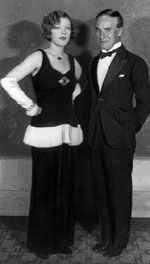 Caption reads: Marion Davies attending an event in a striking long black velvet gown with ermine banded peplum, white gloves and eremald and diamond jewels–ring, brooch, necklace and bracelets. Pictured with Miss Davies is Charles Chaplin, on October. Old Hollywood Glamour, Vintage Hollywood, Classic Hollywood, Hollywood Icons, Divas, Chaplin Film, Charles Spencer Chaplin, Marion Davies, Charlie Chaplin