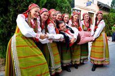Folk Clothing, Historical Clothing, Folk Costume, Costumes, Visit Poland, Polish Folk Art, Politics Today, Expressive Art, Folklore