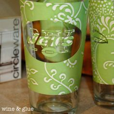 Wine and Glue: NFL Logo Etched Glasses #etchings #etchings #dollar #stores Stencil Painting, Paint Stencils, Home Crafts, Easy Crafts, Diy Projects For Kids, Project Ideas, Vinyl On Glass, Nfl Logo, Jar Gifts