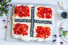 Pavlova med eggekrem | Oppskrift - MatPrat Pavlova, Cereal, Raspberry, Fruit, Vegetables, Breakfast, Desserts, Food, Morning Coffee