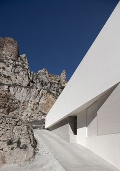 White House in Ayora by Fran Silvestre Arquitectos