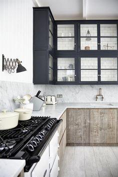 New kitchen tiles navy upper cabinets 40 ideas Galley Kitchen Design, Industrial Kitchen Design, Interior Design Kitchen, Home Design, Modern Design, Nordic Kitchen, Scandinavian Kitchen, New Kitchen, Natural Kitchen