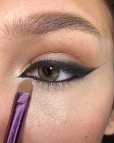 Smokey Eye Makeup Tutorial, Eye Makeup Steps, Eye Makeup Art, Eyeshadow Makeup, Hair Makeup, Makeup Eyes, Small Eyes Makeup, Shimmer Eye Makeup, Edgy Makeup