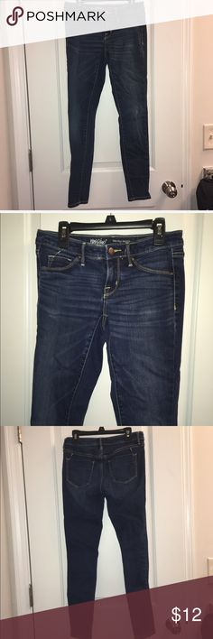 Dark Wash Mid rise Jegging Mossimo jean legging. Dark wash. Super comfortable and make your legs and butt look great! Pre loved but in perfect condition! Mossimo Supply Co. Jeans Skinny