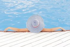 Como aproveitar o verão ao máximo! Você já deve estar pensando em fugir para uma cachoeira, piscina ou praia, para dar aquela refrescada! Veja as dicas mais