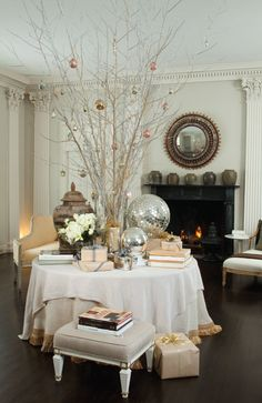 Easy to make Christmas centerpieces (source) Christmas table decoration idea (source) Silver Christmas table setting (source) Christmas Tablescape (Perfect for Last Minute!) (source) Our Christmas … Christmas Table Decorations, Decoration Table, Winter Christmas, All Things Christmas, Christmas Tree, Christmas Photos, Christmas Ideas, Christmas Balls, Present Christmas