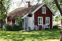 cottage snuggled amongst the trees Swedish Cottage, Cute Cottage, Red Cottage, Swedish House, Cottage Living, Cottage Homes, Cottage Style, Swedish Style, Small Cottages