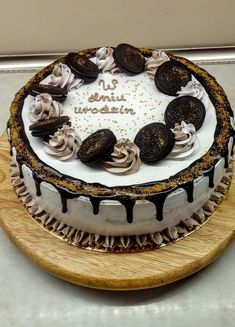 Oreo, Cake Decorating Designs, Birthday Cake, Cooking Recipes, Candy, Food, Bar, Birthday Cakes, Chef Recipes