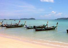 Rawai Beach um destino de férias excelente Boat, Summer Vacations, Travel Guide, Viajes, Thailand, Dinghy, Boats, Ship