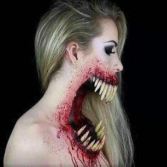 This Halloween make-up is absolutely terrifying Simple Symphony Makeup Artist Halloween Kostüm, Halloween Cosplay, Halloween Face Makeup, Halloween Countdown, Scary Halloween Costumes, Sfx Makeup, Costume Makeup, Horror Make-up, Fantasias Halloween