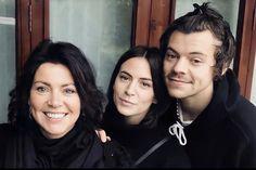 Harry Styles Family, Harry Styles Mode, Harry Styles Fotos, Harry Styles Update, Gemma Styles, Harry Styles Pictures, Harry Edward Styles, Mon Cheri, Lorraine
