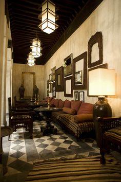 Il salotto marocchino affaccia sul patio verde, ideale per gustare un thè alla menta, ascoltare la musica o leggere un libro..... www.dardarma.com