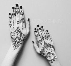 Adore 🖤⚔️🖤⚔️🖤⚔️ Cute Henna Designs, Henna Tattoo Designs Simple, Mehndi Designs For Hands, Henna Leg Tattoo, Mandala Tattoo, Manos Tattoo, Henna Nails, Dibujos Tattoo, Mehendi