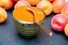 To celebrate the start of the apricot season, I prepared some homemade apricot jam. Although preserving fruits as jam is by no means a purely Austrian tradition – it's rather a global c… Fruit Preserves, Fruit Jam, Apricot Season, Dessert Recipes, Desserts, Jelly, Appetizers, Sweets, Homemade