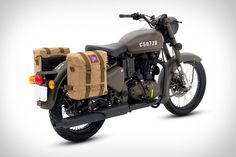 During World War II, Royal Enfield designed and built a motorcycle to be deployed via glider behind enemy lines with the British Pegasus airborne. Cafe Racer Honda, Cafe Racer Build, Cafe Racers, Scrambler Custom, Custom Choppers, Bullet Bike Royal Enfield, Triumph Chopper, Enfield Himalayan, Enfield Motorcycle