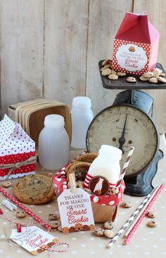 MichaelsMakers Mariah from Giggles Galore used the paper cartons and plastic milk bottles from the Recollections Craft It paper party decor to make this teacher appreciation gift. That's one lucky teacher!
