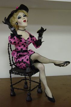 I made this doll (MS. Phyliss ) using Robert McKinleys book sculpting in paper clay