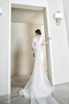 로브드케이 ROBE DE K Korean Bride, Korean Wedding, Bridal Outfits, Bridal Dresses, Elegant Wedding Gowns, Wedding White, Engagement Dresses, Korean Dress, Bridal Robes