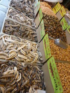 Produtos vendidos nas calçadas de Chinatown.
