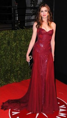 Anne Hathaway - Atelier Versace Red Gown....wow