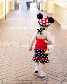 {How to photograph your vacation} How cute are these Disney World Magic Kingdom? Love the mouse ears. Have you take your little ones to Disney? What do you think the best age is?