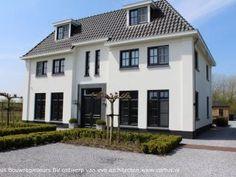 Eigentijdse witte villa