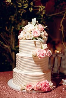love the simplicity of this cake. Not the flowers, but the rest of the design.
