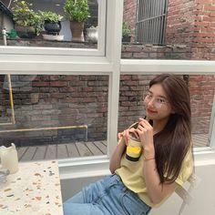 Suzy Bae (배수지) x Carin glasses 2019 Bae Suzy, Suzy Bae Fashion, Korean Girl, Asian Girl, Korean Idols, Body Proportions, Instyle Magazine, Cosmopolitan Magazine, Artists