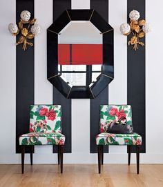 Accent wall In Living Room - The Power of Pattern Tips from Susanna Salk. Home Interior, Interior And Exterior, Interior Decorating, Interior Design, Bathroom Interior, Decorating Tips, Le Logis, Floral Chair, Floral Fabric