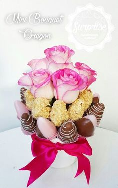 ^^ Rosas fresas chocolate :) Edible Fruit Arrangements, Edible Centerpieces, Edible Bouquets, Fresas Chocolate, Chocolate Covered Strawberries, Valentines Day Treats, Valentine Gifts, Chocolate Flowers Bouquet, Strawberry Roses