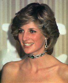Princess Diana wearing an Emerald Choker and matching earrings.