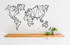Die Welt auf den eigenen vier Wänden. Ein zeitloses Motiv, das sich immer gut als Wanddeko macht.Durch das geometrische Design wirkt es zudem nicht klobig an der Wand. _______________________________________________________ Unsere Wandtattoos werden nicht gedruckt, sondern aus