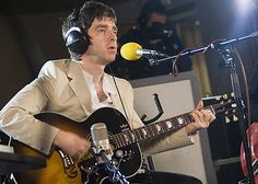 Liam and Noel Gallagher Fighting | 54789_2.jpg