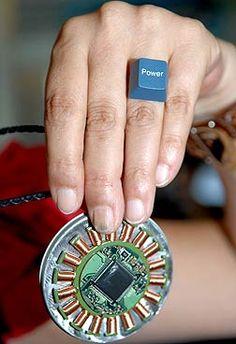 lixos tecnológicos transformados em bijuterias